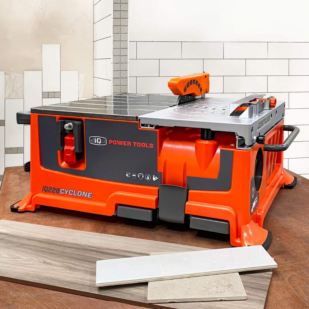 IQ Power Tools 228 Cyclone 180mm Dry Cutting Table Saw includes Blade