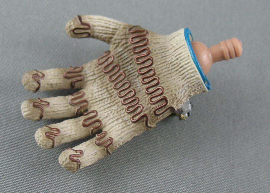 Hot Toys - Hand - Gloved /w Wire