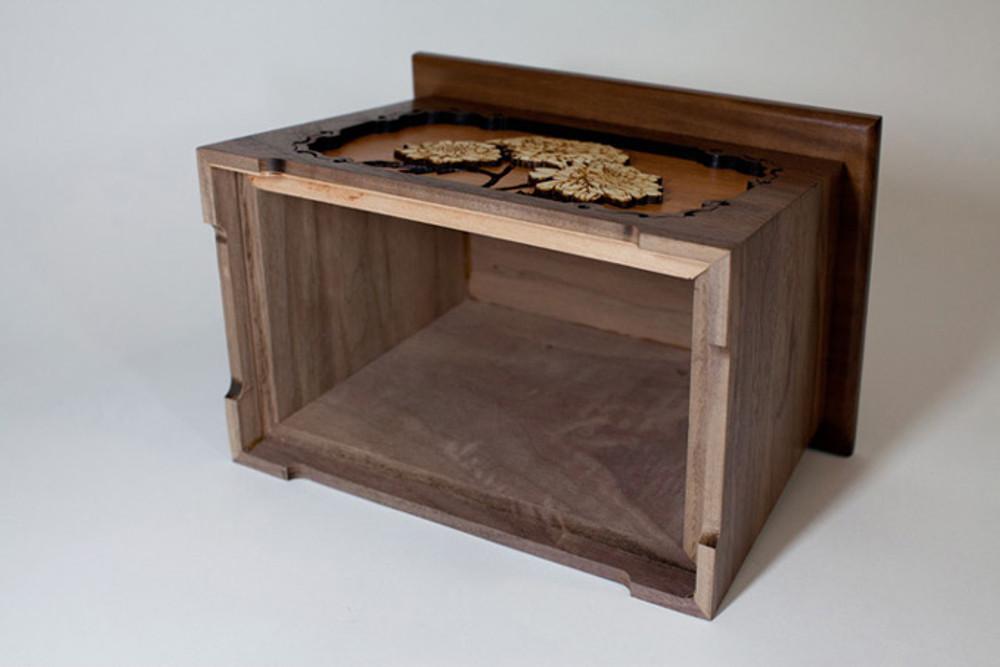 Mums cremation urn - bottom access