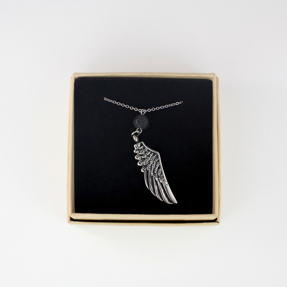 Cremation necklace arrives in lovely natural gift box