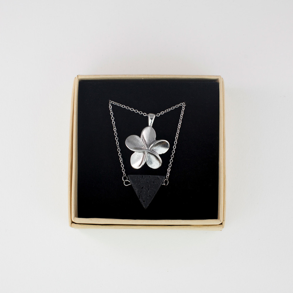 A beautiful gift, comes in elegant jewelry box