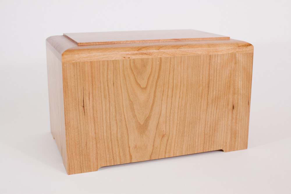 Marquis Cremation Urn - Natural Cherry