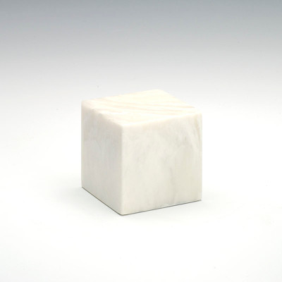 Small Cube Cultured Onyx Urn in Pearl