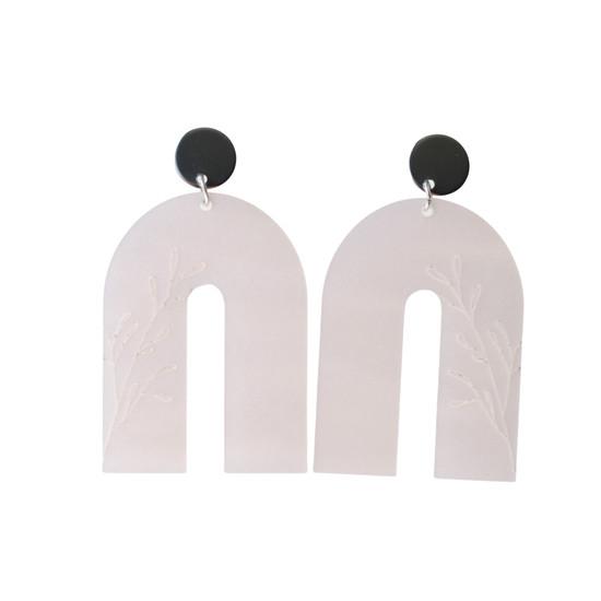 Pearl Blush Arch Earring