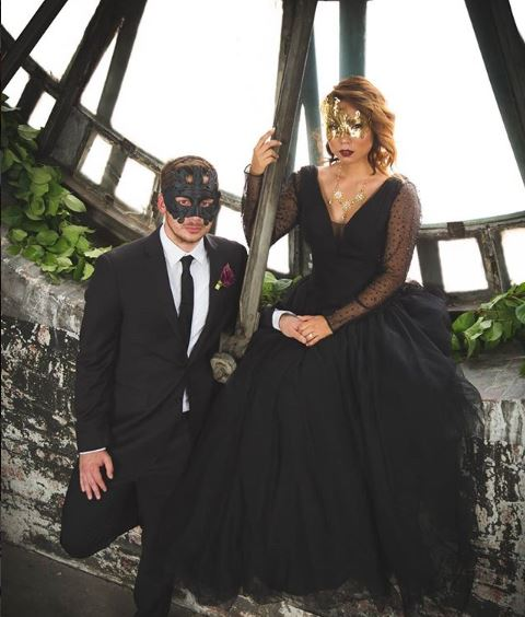 Couple's masquerade masks in gold.