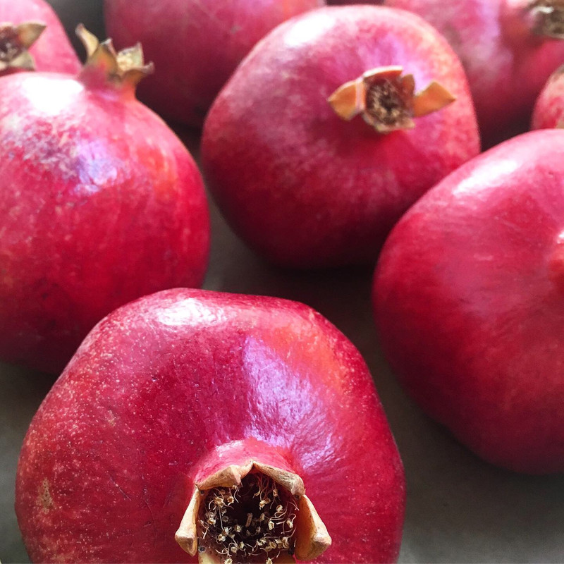 7LB box includes 9 pomegranates (blend of medium & large sizes)