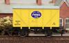 Dapol 4F-016-100 Fyffes Banana Van OO Gauge Model Railway Rolling Stock