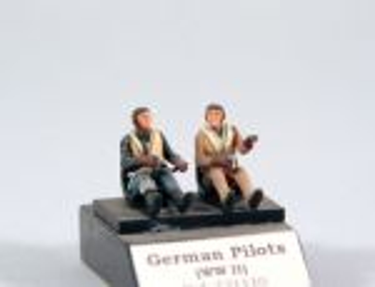 PJ Productions 2x German pilots seated in a/c WW2 Figures 1:72