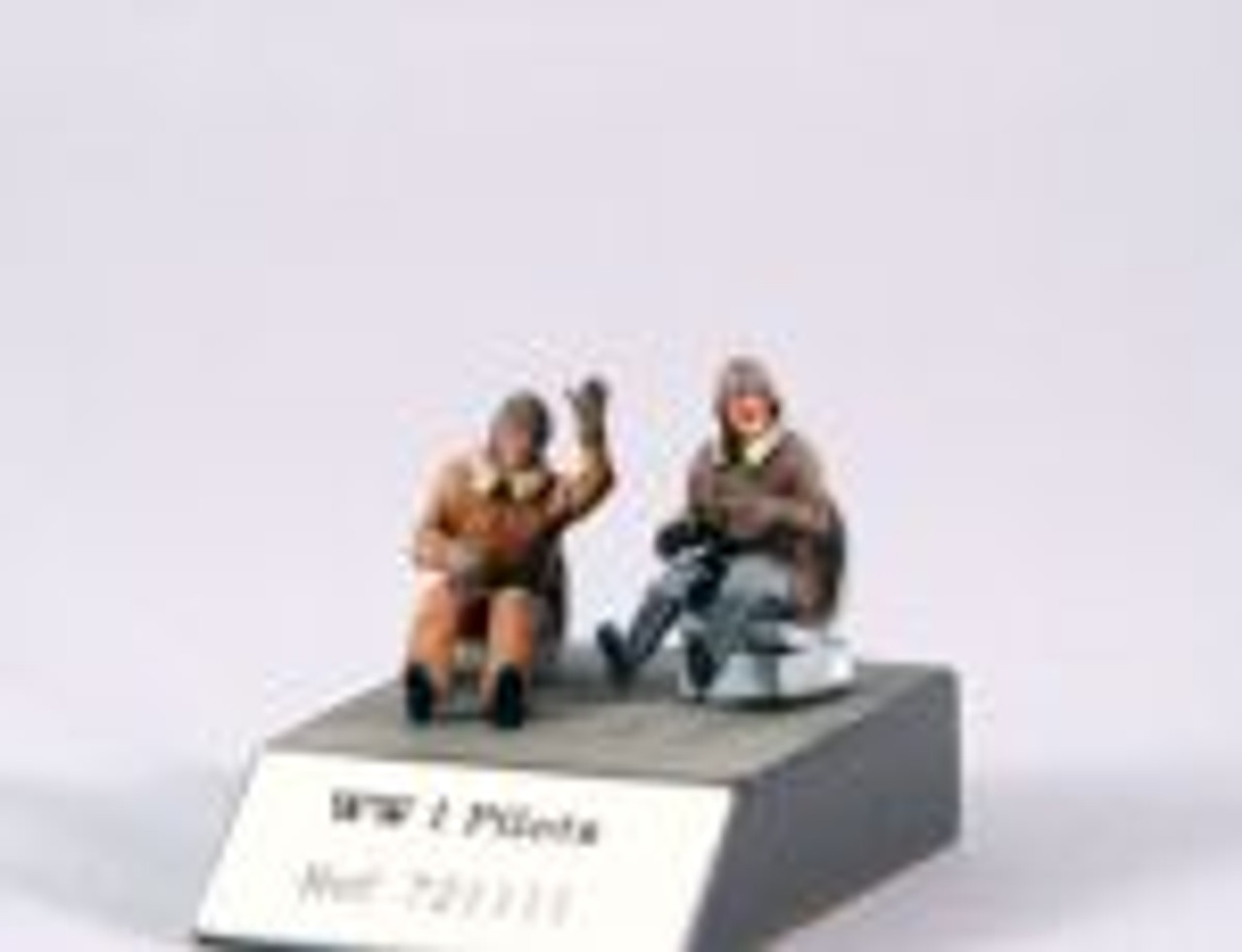 PJ Productions 2x Pilots seated in a/c WW I Figures 1:72