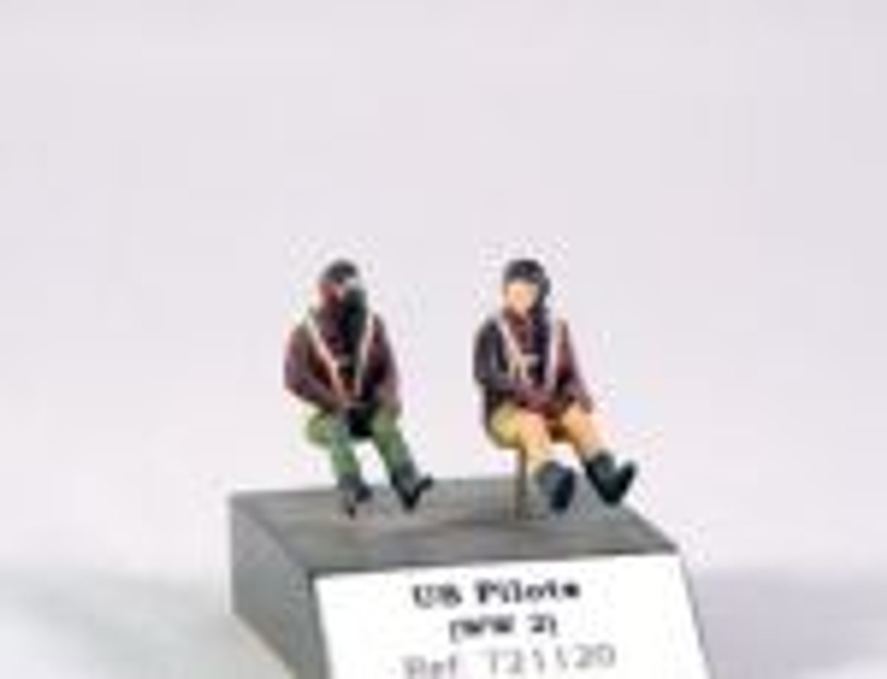 PJ Productions 2x USAF pilots seated in a/c WW2 Figures 1:72