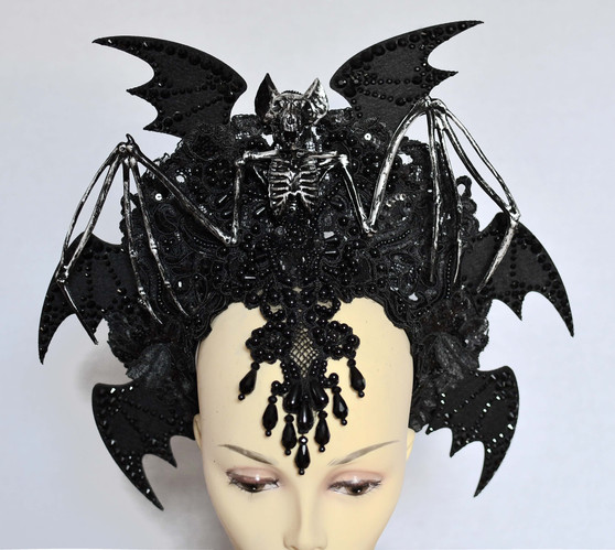 Vampire  queen crown - Bat wings and skull gothic headpiece - Witch wedding headdress