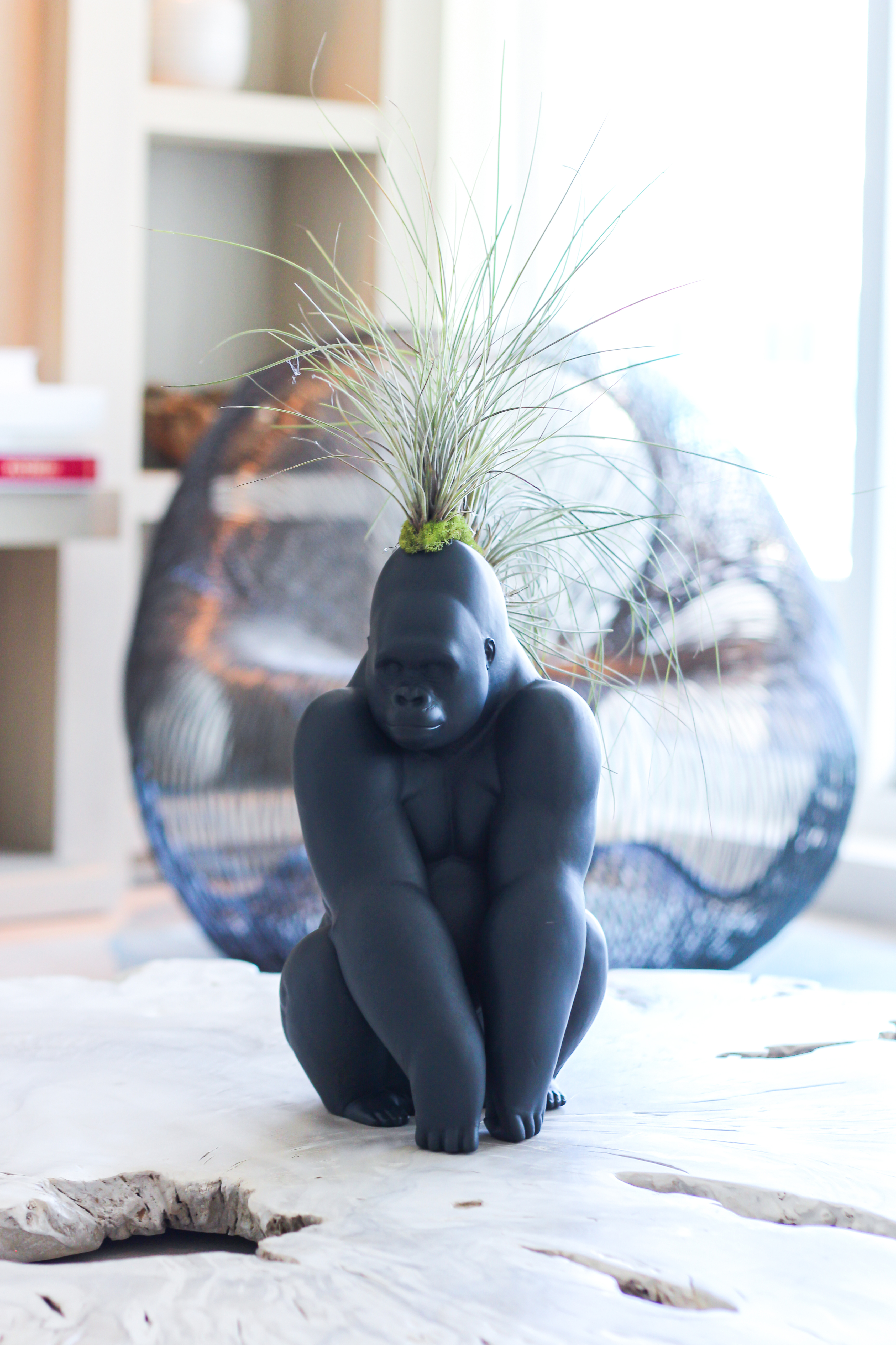Lladro - Gorilla With Airplants (Black)