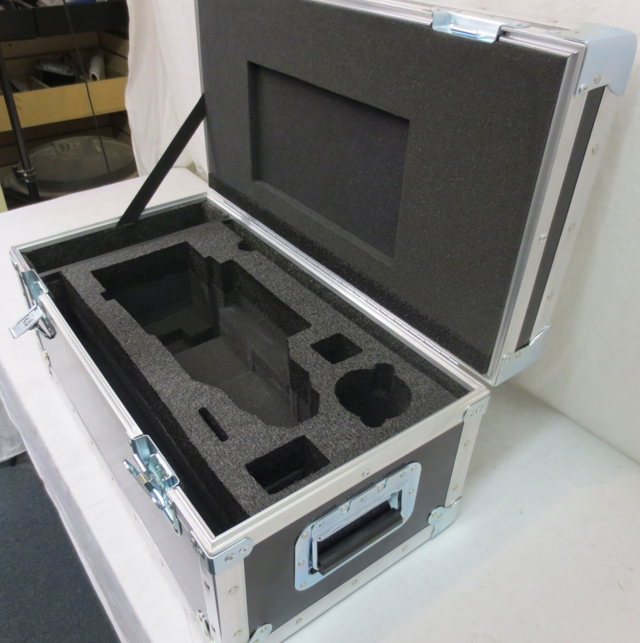 """Fujinon 18-85 T2 Lens with 18"""" Rods, Plate, Micro, Extender and AKS Shipping Case"""