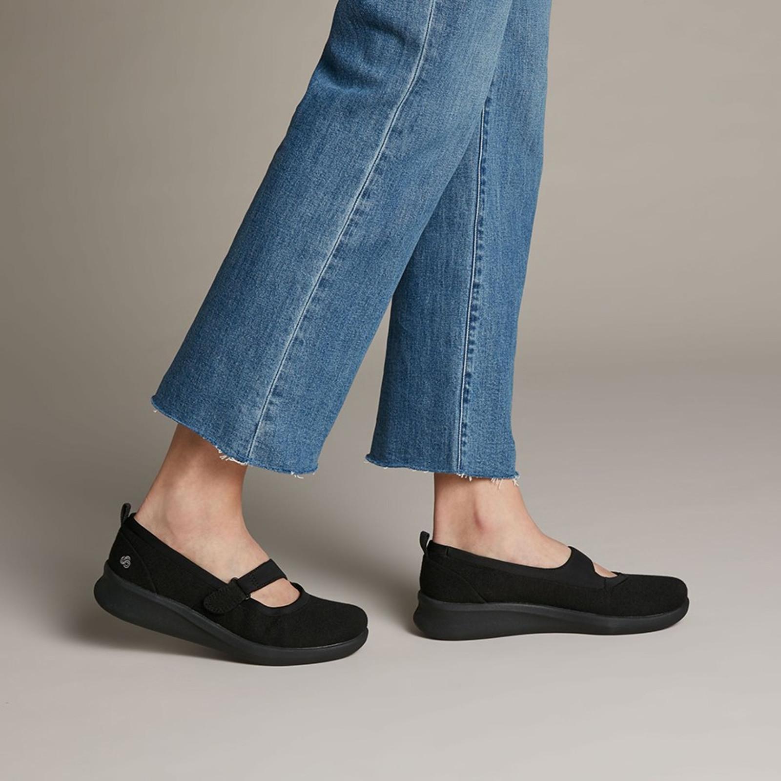 Clarks Womens SILLIAN2.0 SOUL Black Textile