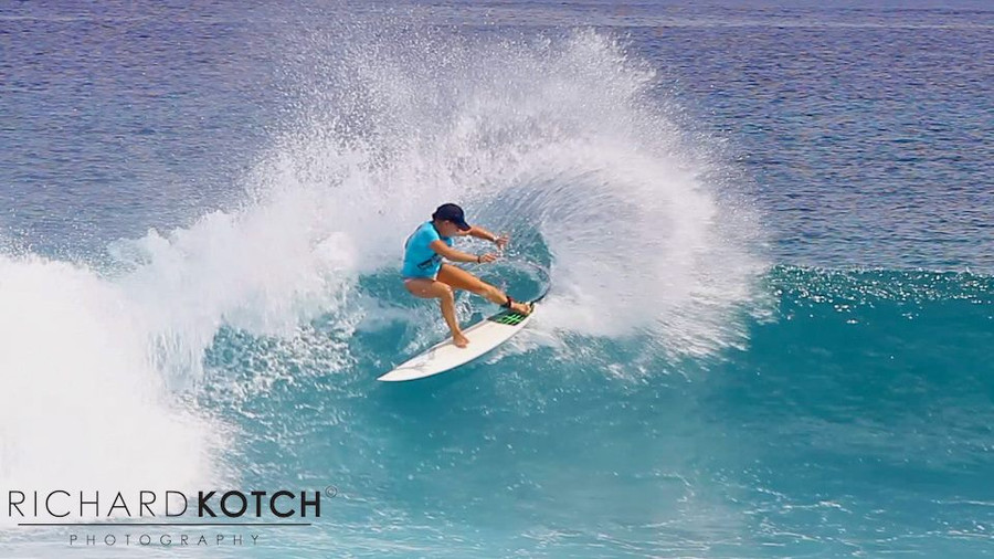 Amy Kotch riding Lunasurf Traction in the Maldives