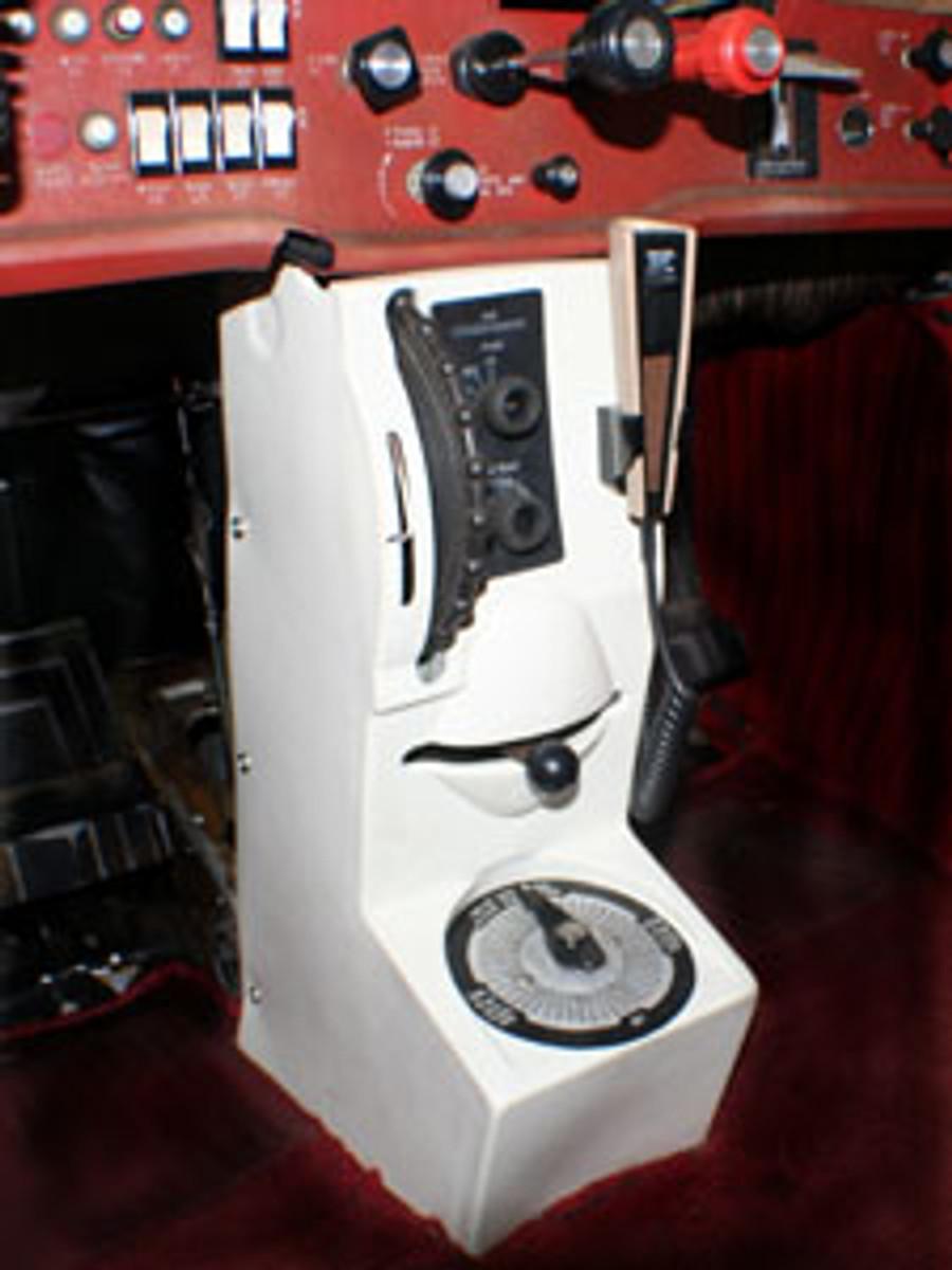 Cessna 172 Center Console With Rudder Trim
