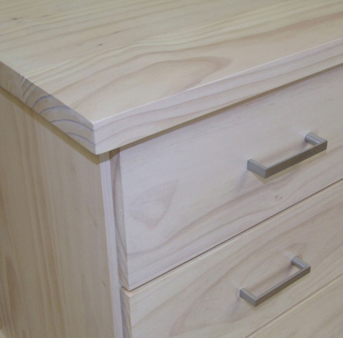 SQUARE PROFILE ON TOPS AND DRAWER FRONTS