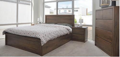 ALICIA QUEEN 4  PIECE TALLBOY BEDROOM SUITE  - WITH BAILEE/CASEY CASEGOODS - ANTIQUE OAK