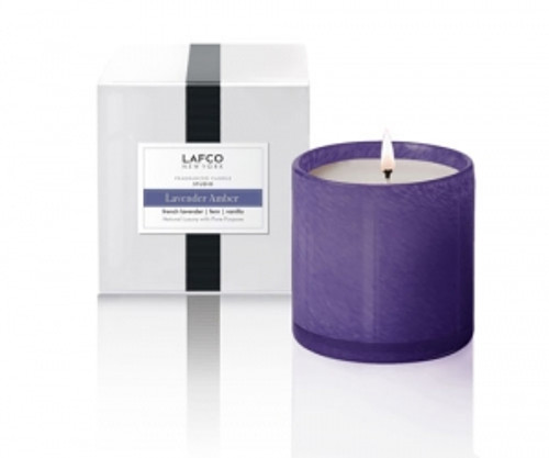 A fresh accord wrapped in lavender and fern lays over a warm trio of vanilla, tonka bean and musk.