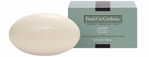 FRAGRANCE: Fresh and floral with a touch of green; gardenia blossoms with the scent of the green leaves.