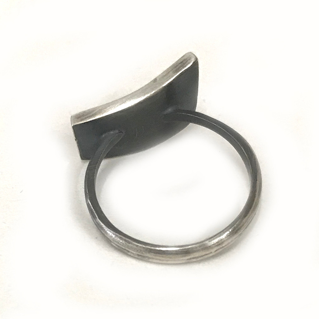 Grasses ring with black diamonds