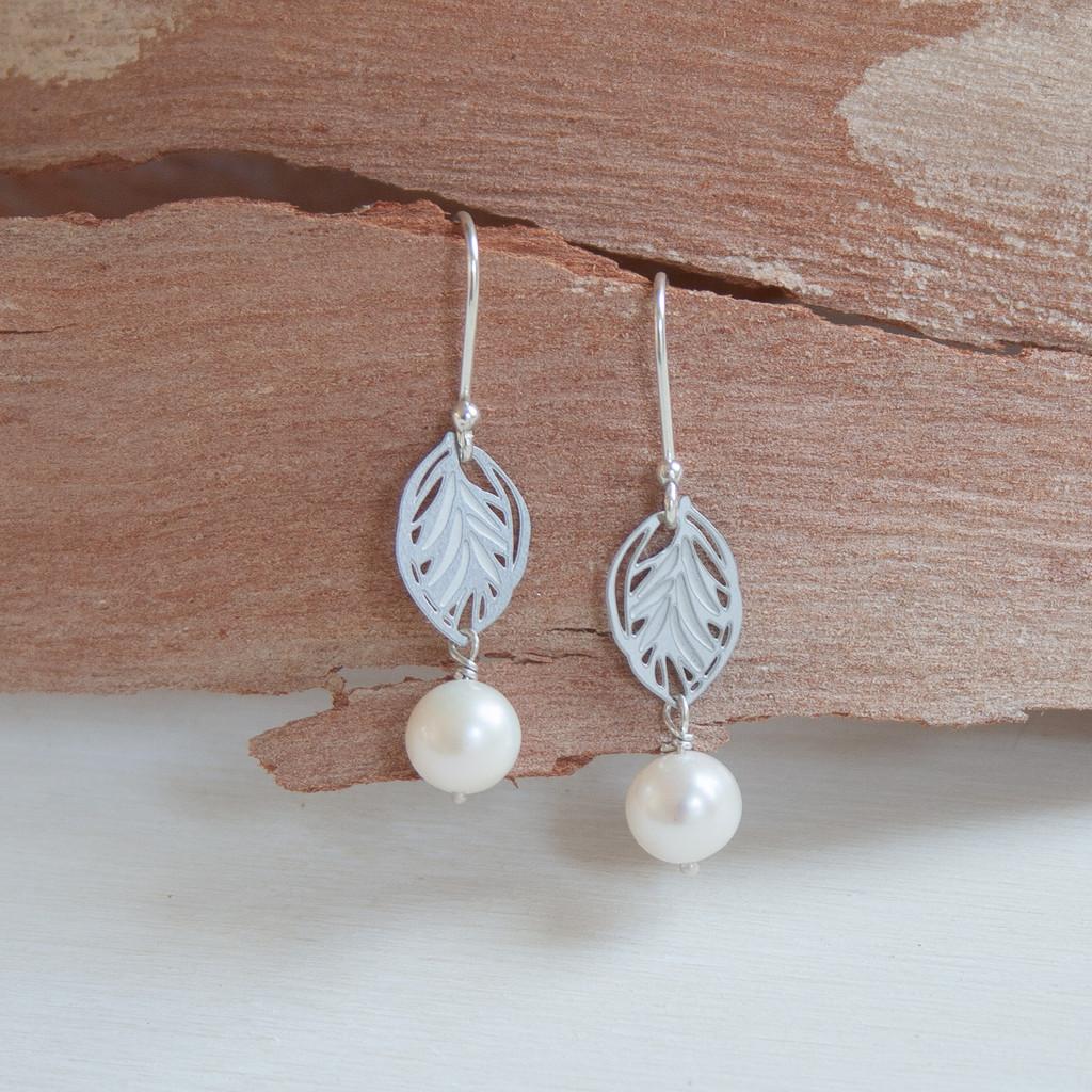 Small leaf pearl earrings