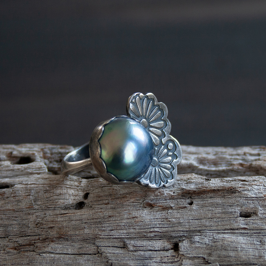 Flor Mabe pearl Cocktail Ring
