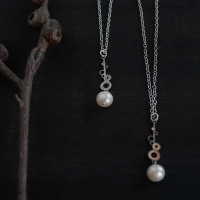 Fresh water pearl steel bud drop pendant small
