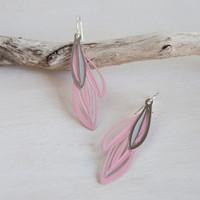 Double leaf earrings pink & grey