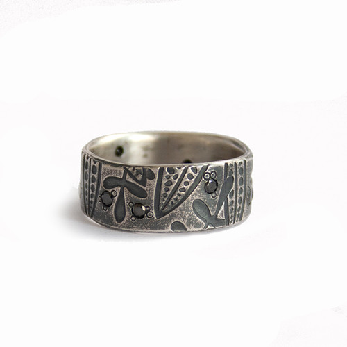 Leaf imprint sterling silver band ring with black diamonds