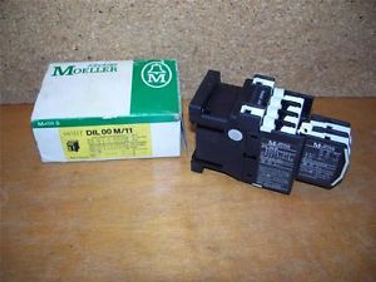 DIL 00 M // DIL00M Klockner Moeller Relay 24VAC Coil 20A Used