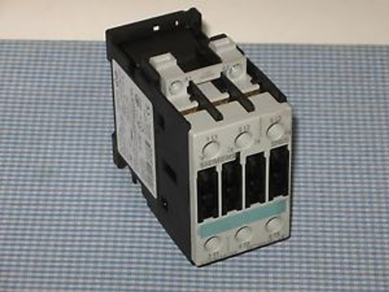Siemens 3RT1034-1AK64 Contactor With 3RH1921-1HA22 NEW!! Free Shipping