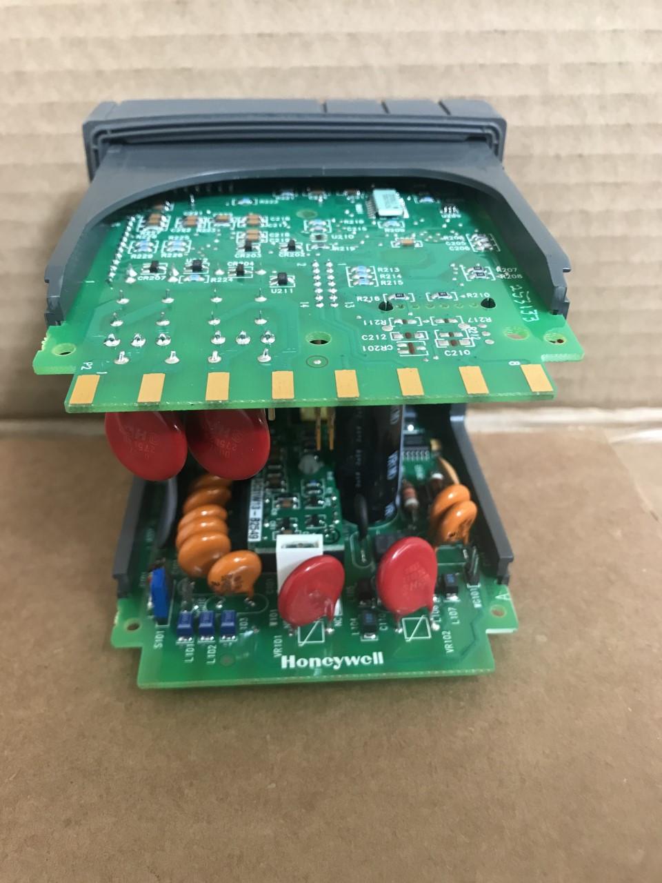 HONEYWELL DC230B-CE-10-0000000-E0-0  MINI-PRO Controller UDC2300