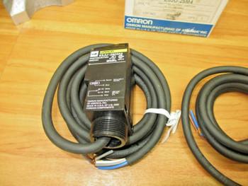 OMRON E3JU-25M4 *NEW* Photoelectric Switch E3JU-25DM4 and E3JU-25L