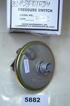 (5882) Dwyer Pressure Switch 1824-10 10 Psi Surge Pressure 25