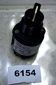 (6154) Allen Bradley Potentiometer 800H-UR19 30.5mm 2500 PHM 300 VAC Max