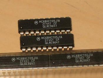 1000 pcs of MC68HC705J1ACP Microcontroller  MC68HC705J1A MC68HC705  20 pin PDIP