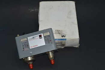 NEW JOHNSON CONTROLS P170LB-1C Dual Pressure Control NEW IN FACTORY BOX