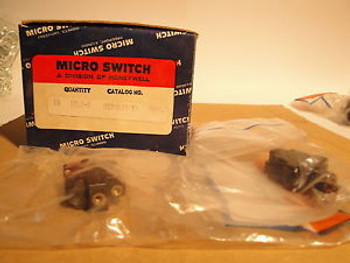 10 EA MICRO SWITCH MS 24523-30 1TL1-6 SPST OFF - ON (MOM) MIL SPEC SEALED TOGGLE