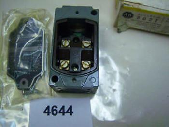 (4644) Allen Bradley Oiltight Limit Switch 802T-H2 600VAC