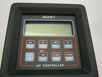 Signet Model: P71040-3 pH Controller.  Unused Old Stock.  No Box Used &lt  J