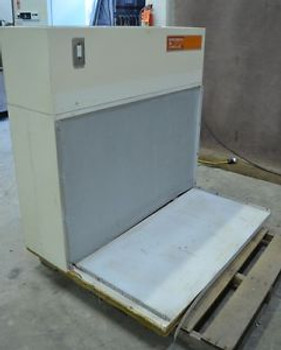 4 Environmental Air Control Laboratory Laminar Flow Hood 48