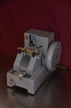 Leitz 1512 Rotary Microtome / 1-25um Section Thickness / w/ Blade Holder & Blade