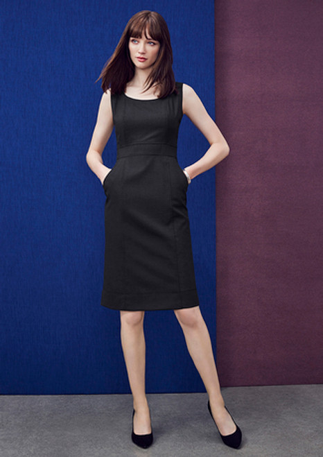 8032 Women's Sleeveless Dress