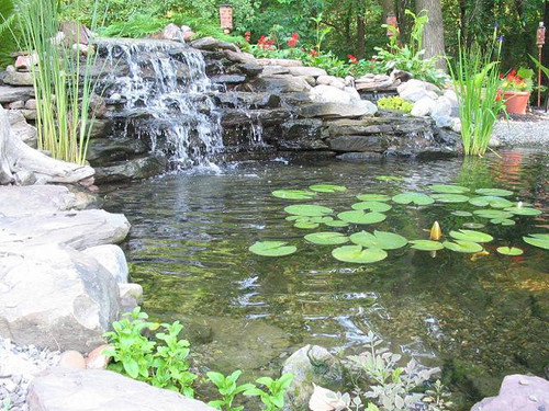 EasyPro Medium Aquafalls with Faux Rock - Poly Pads