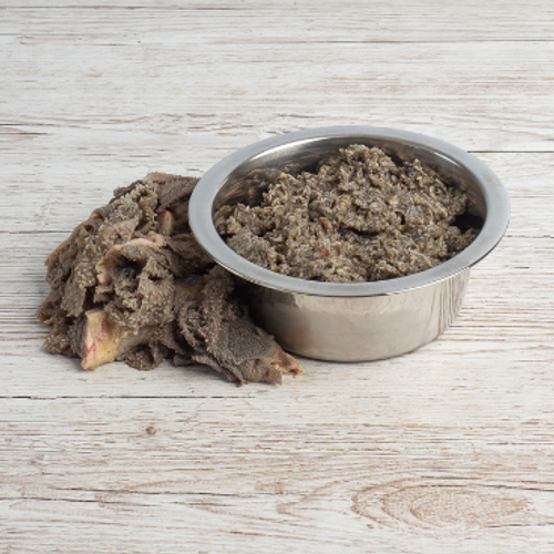Green tripe contains natural digestive enzymes and probiotics, making it a good choice for dogs with digestive symptoms. Green tripe also has the perfect calcium/phosphorus ratio 1:1. Suitable for adult dogs and puppies. A complimentary raw food for dogs.