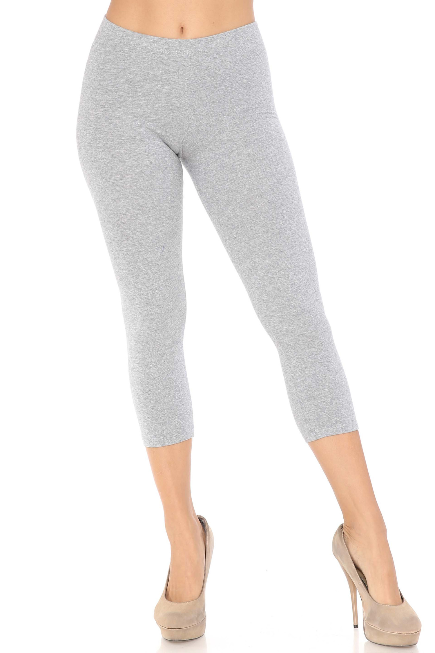 Front view of heather gray USA Cotton Capri Length Leggings