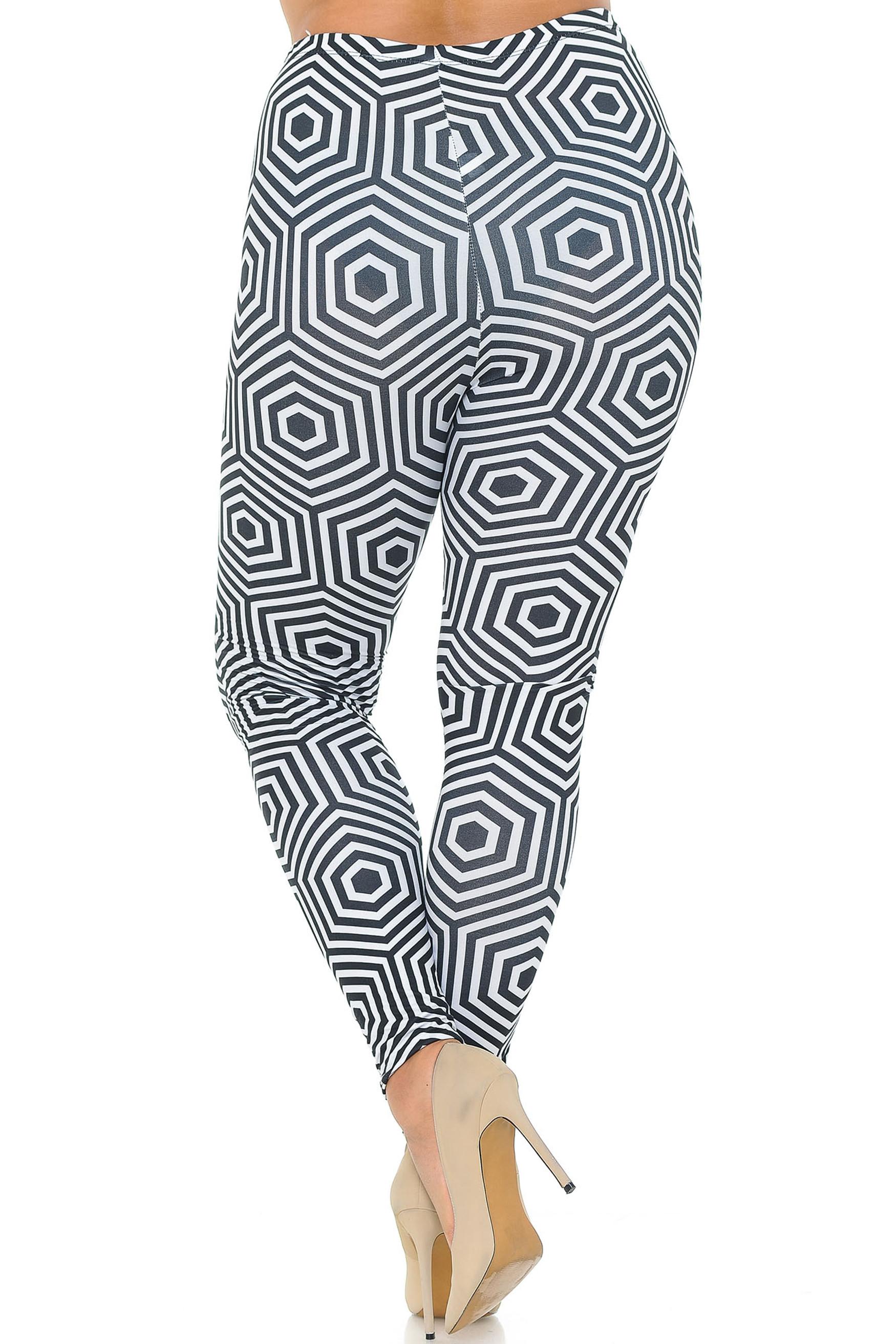 Double Brushed Hexagon Illusion Plus Size Leggings