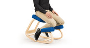 The split-knee design allows you to rest comfortably in a natural position.