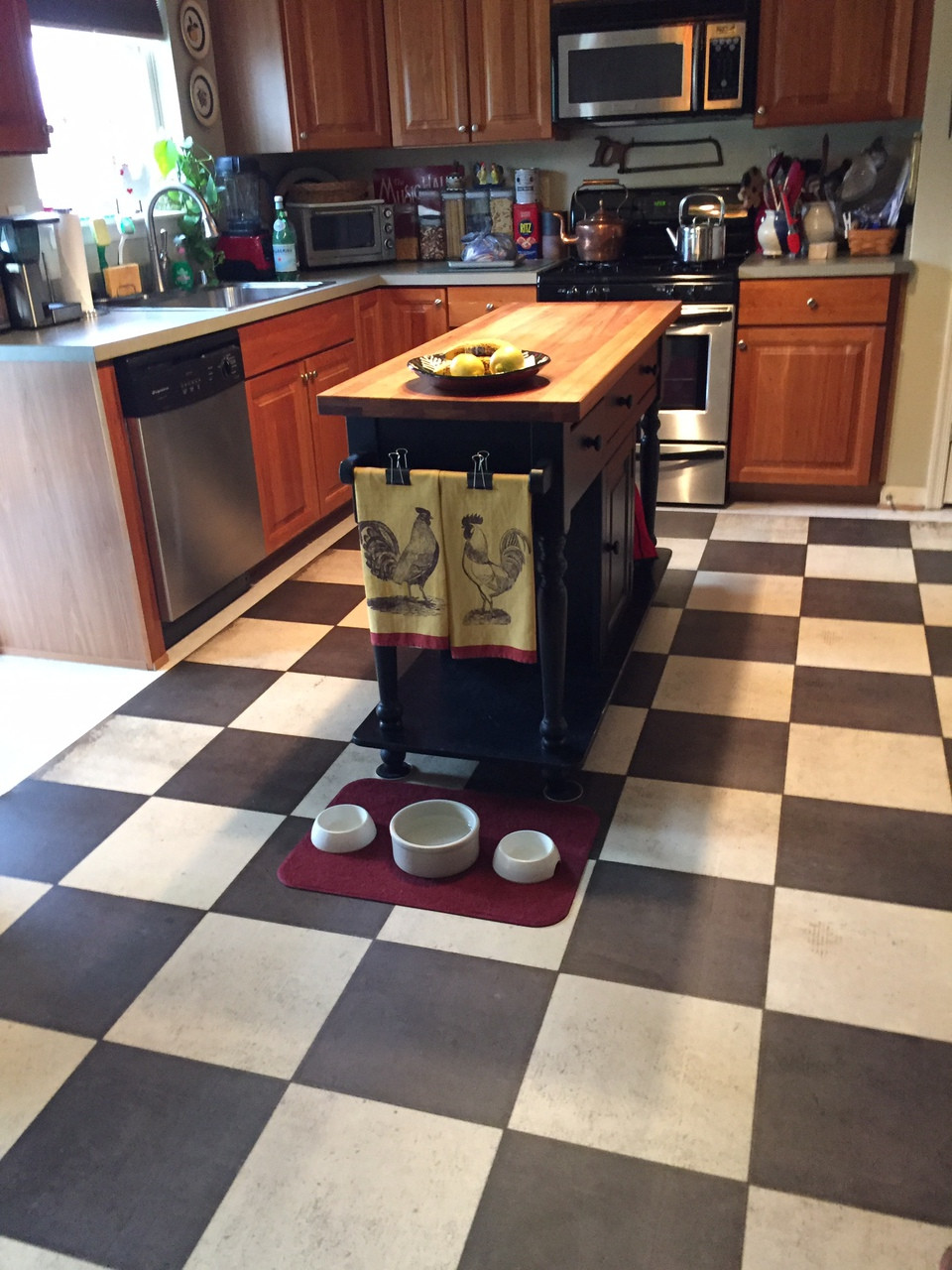 Pura Vida customer use of checkered past vinyl floor cloth